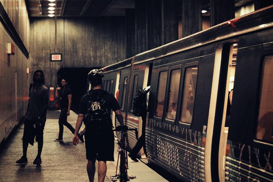 #littlelight #nettesdailyinspiration #train #people #platform #station #tunnel #streetphotography #streetstyle
