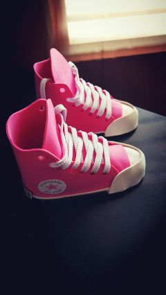 hdr pink sneakers converse