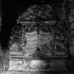 blackandwhite monochrome graveyard crypt dark