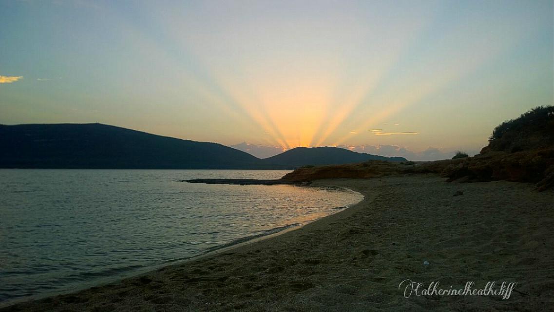 #sunrise #nature #dawn #beach  #summer  #sun  #light #sea #sardinia #sardegna #beach #alghero  #photography  Good morning from Alghero😊👧